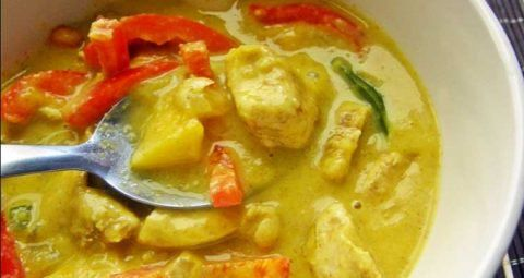Pollo en salsa de curry