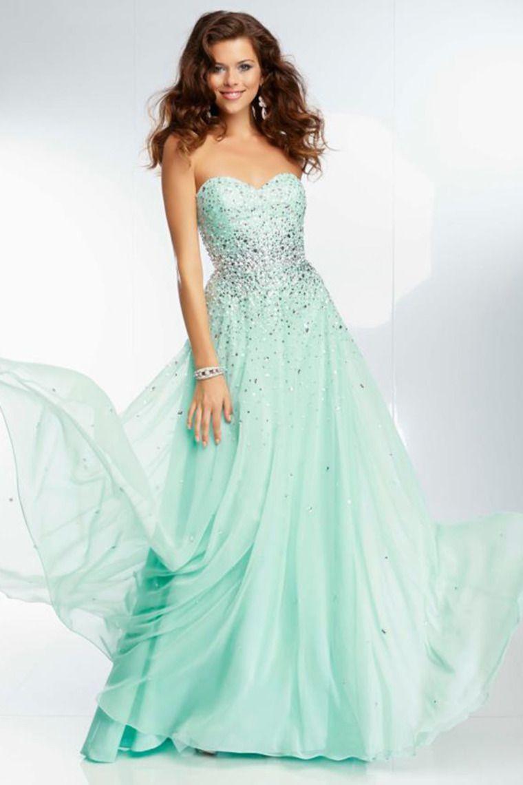 2aa52a6b133 Une magnifique robe vert d eau pour le bal