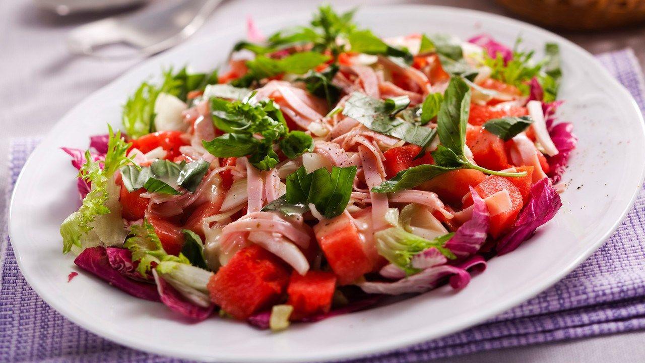 Vesimeloni-kinkkusalaatti ja salaatinkastike