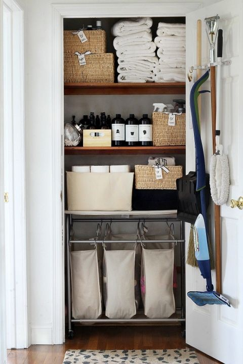 20 Beautifully Organized Linen Closets The Happy Housie Bathroom Linen Closet Closet Makeover Organizing Linens