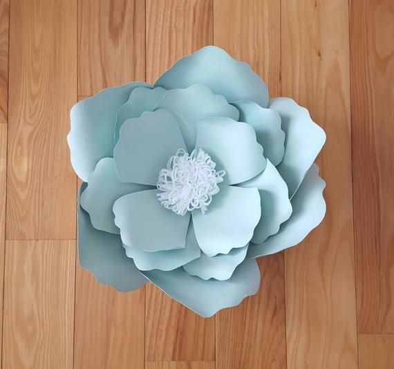 Flor de papel mediano | | Paper Flower Wall Decor | | Papel de boda, Baby Shower flor telón d... #paperflowercenterpieces