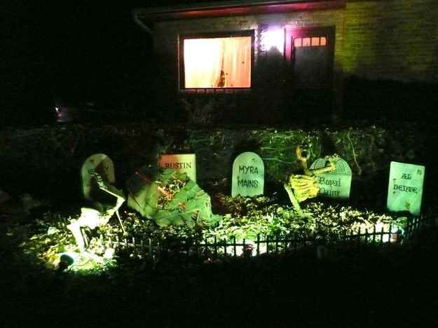 20 Houses That Are Clearly Winning At Halloween Graveyards - scary halloween house decorations