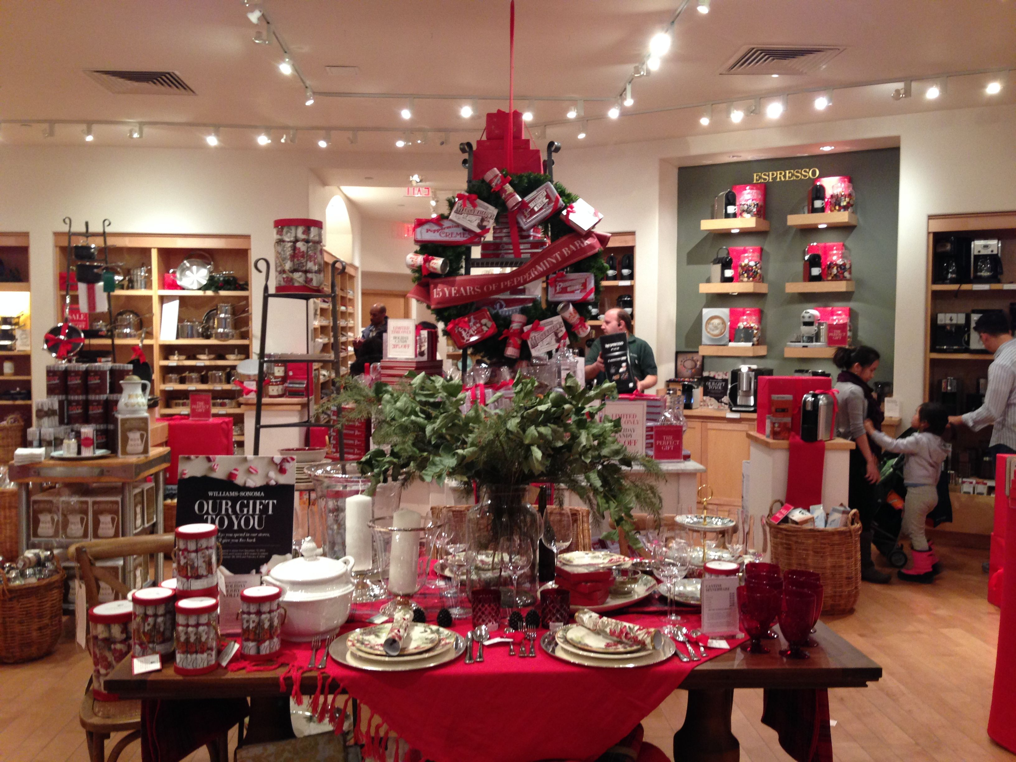 Williams Sonoma Christmas Table.Williams Sonoma Just Says Christmas From Every Angle Of The