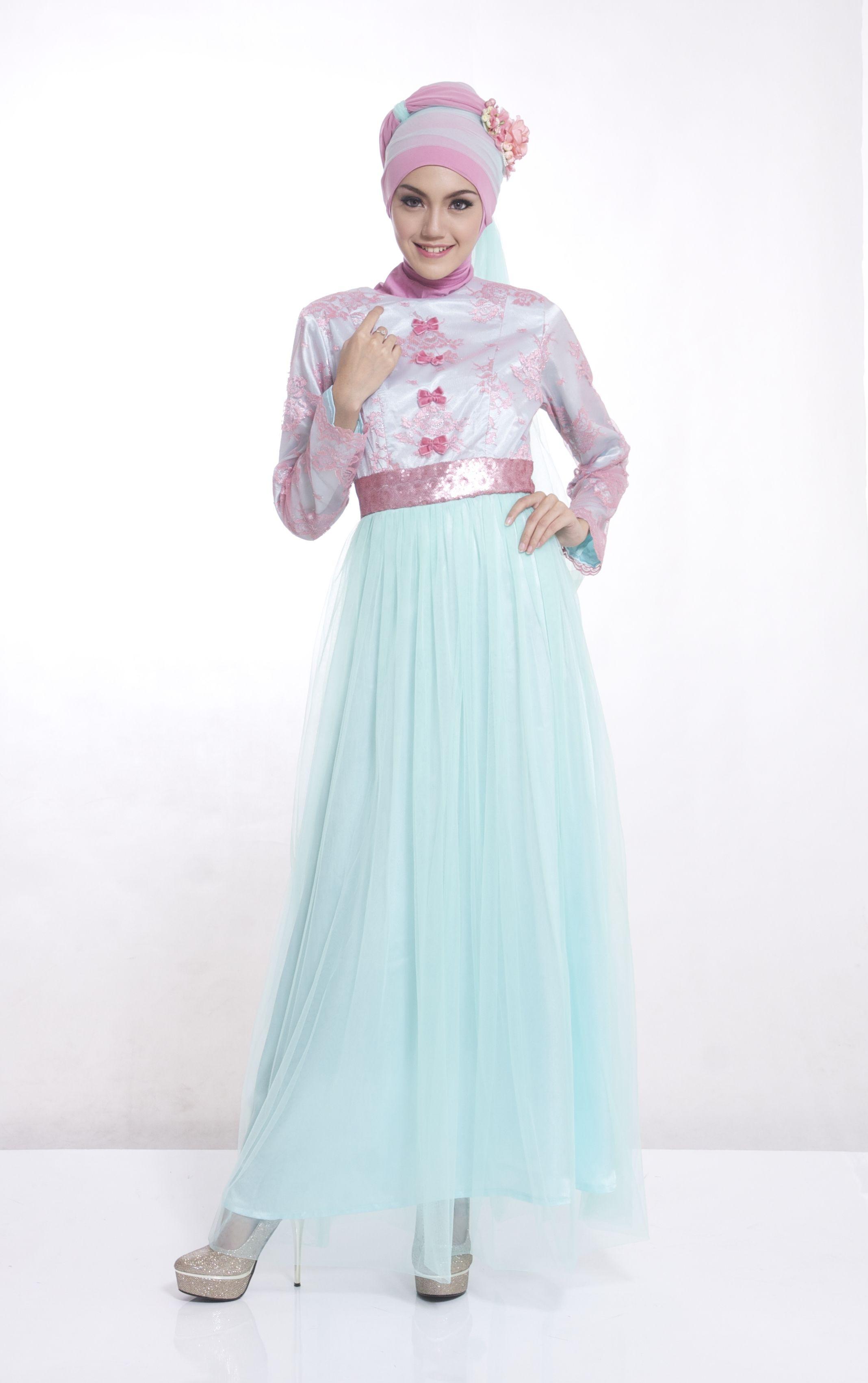Penampilan muslimah kamu akan semakin cantik dengan menggunakan Gamis Bergo Busana muslim yang satu ini model gaun pesta muslimah terbaru