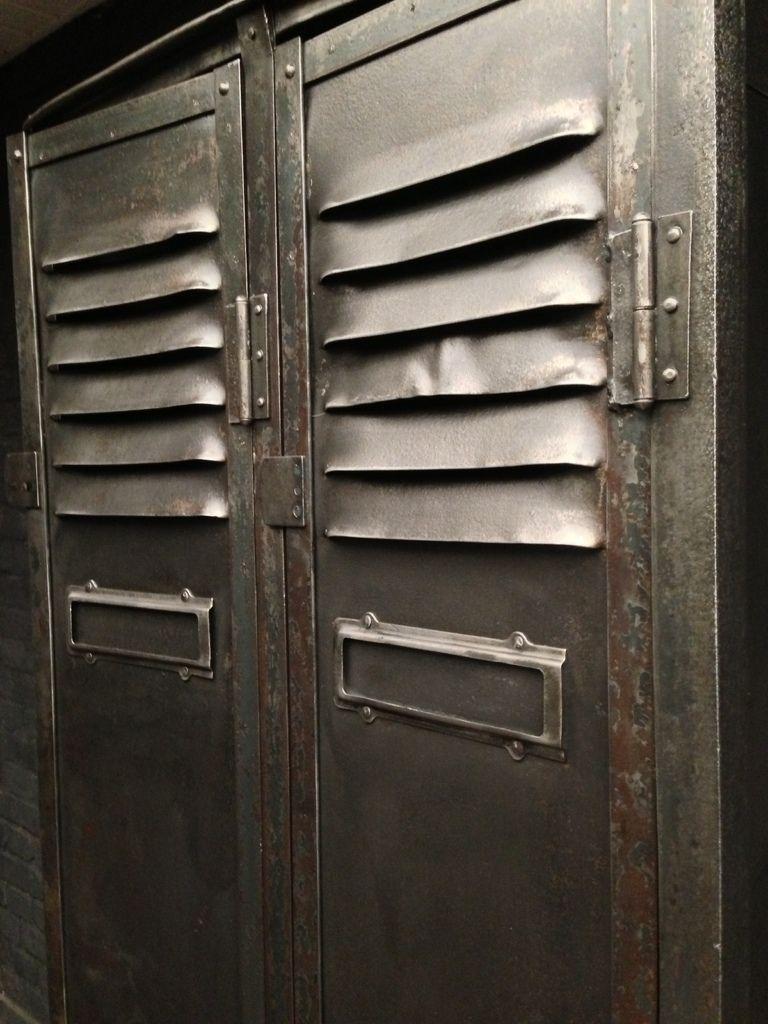 Tr s belle armoire ancienne industrielle de mineur datant de 1930 environ avec son toit inclin - Armoire industrielle ancienne ...