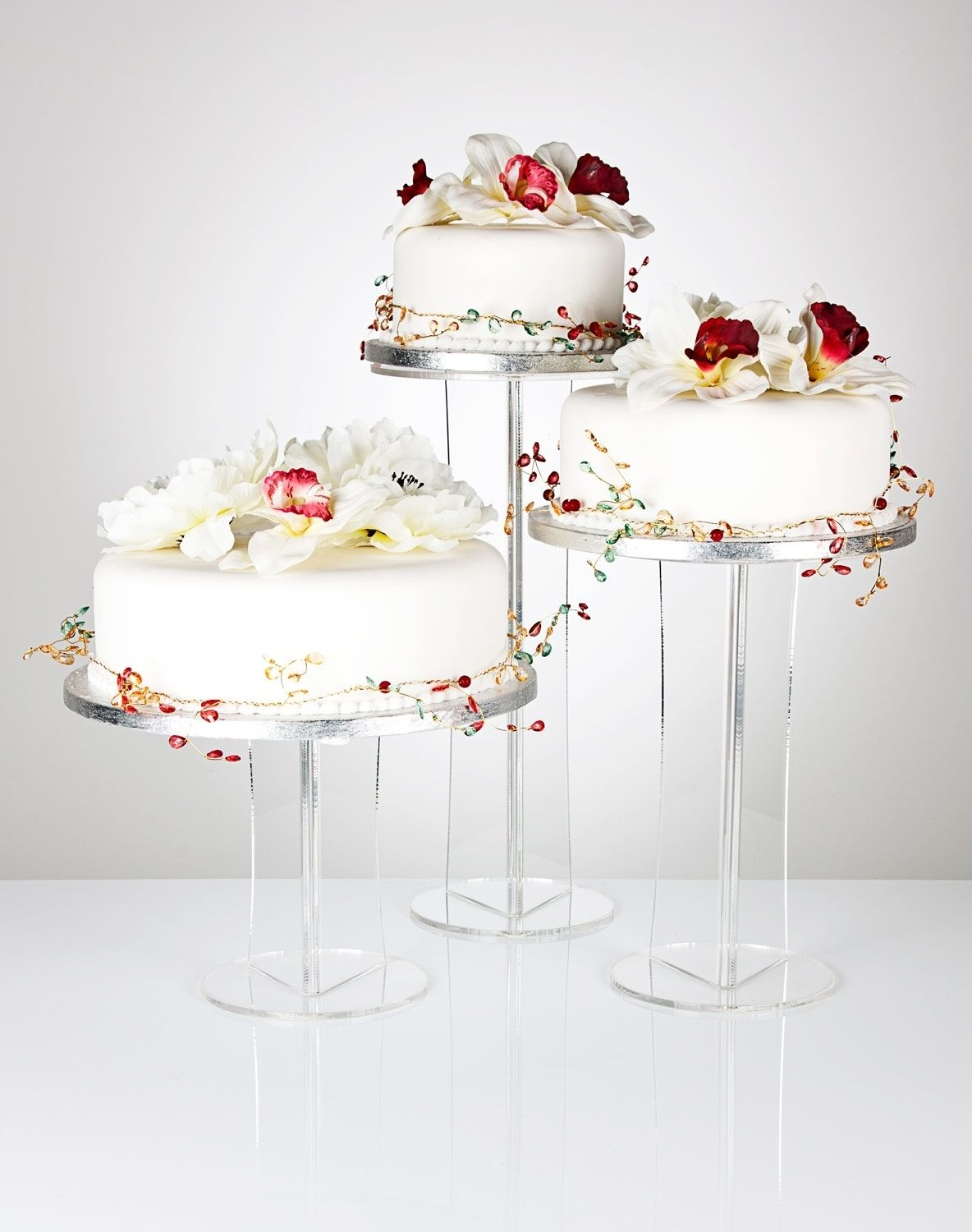 Elegant, clear cake stands in a round design available in a range of ...