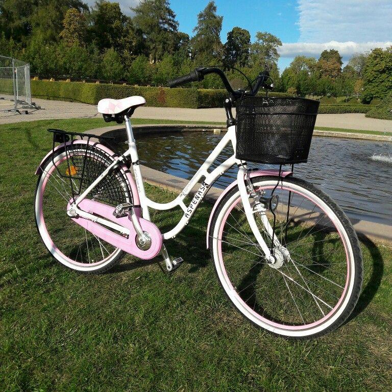 Syntymäpäivälahjaksi saamani polkupyörä.