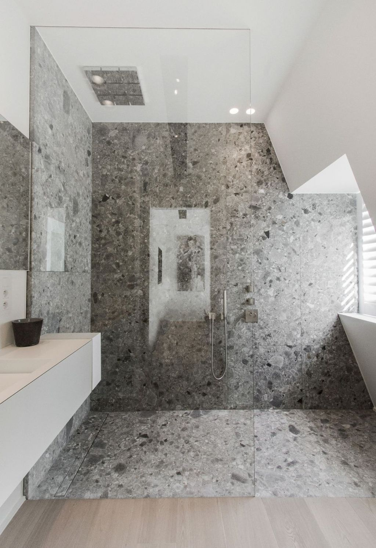 Moderne badkamer inspiratie met terrazzo tegels op wand en vloer ...