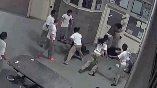 Crazy: 3 Cook County Inmates Attack 2 Correctional Officers! -  Click link to view & comment:  http://www.afrotainmenttv.com/crazy-3-cook-county-inmates-attack-2-correctional-officers/