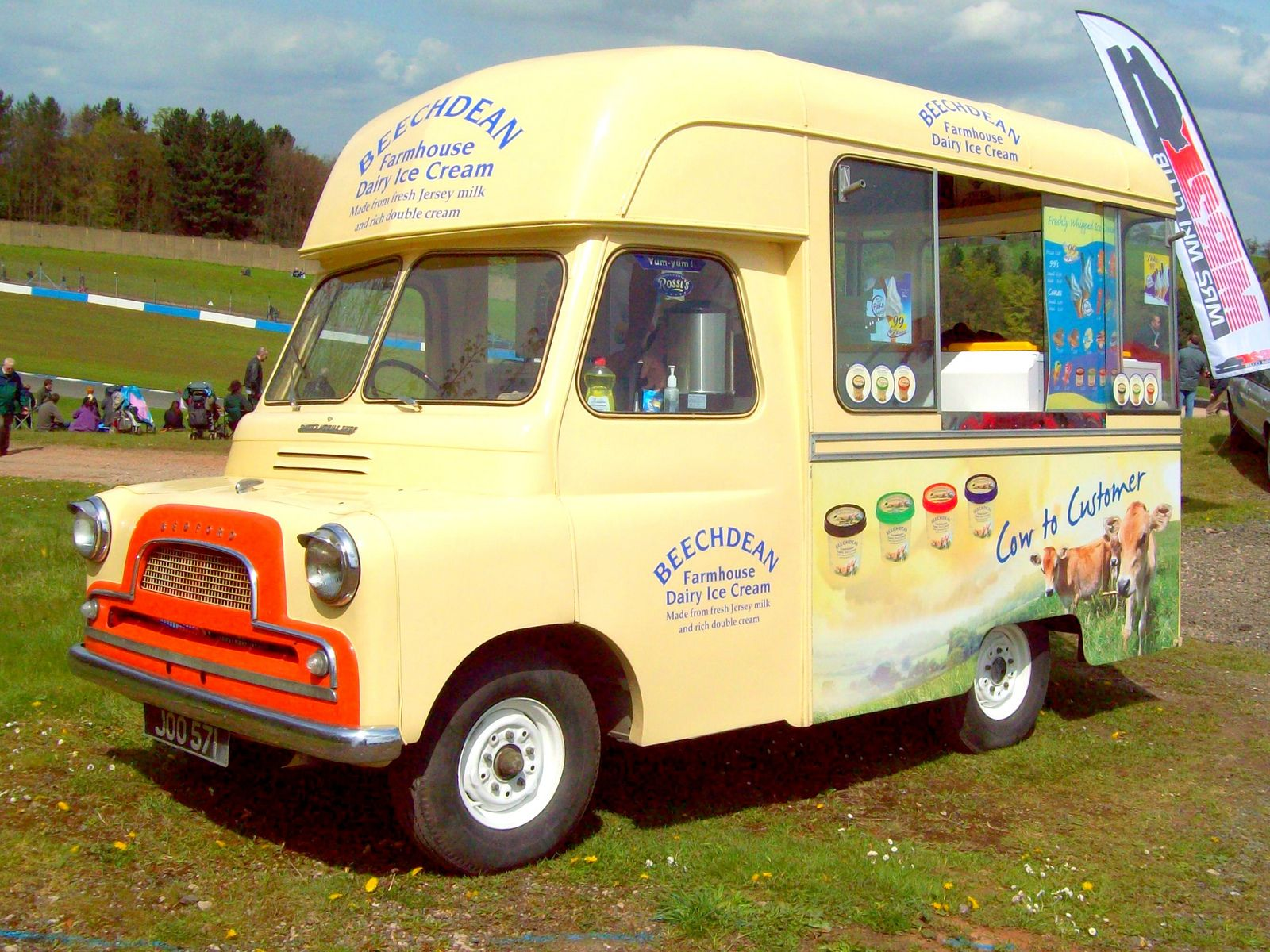 58049ecd90c0 282 Bedford CA Ice Cream Van  (1962)