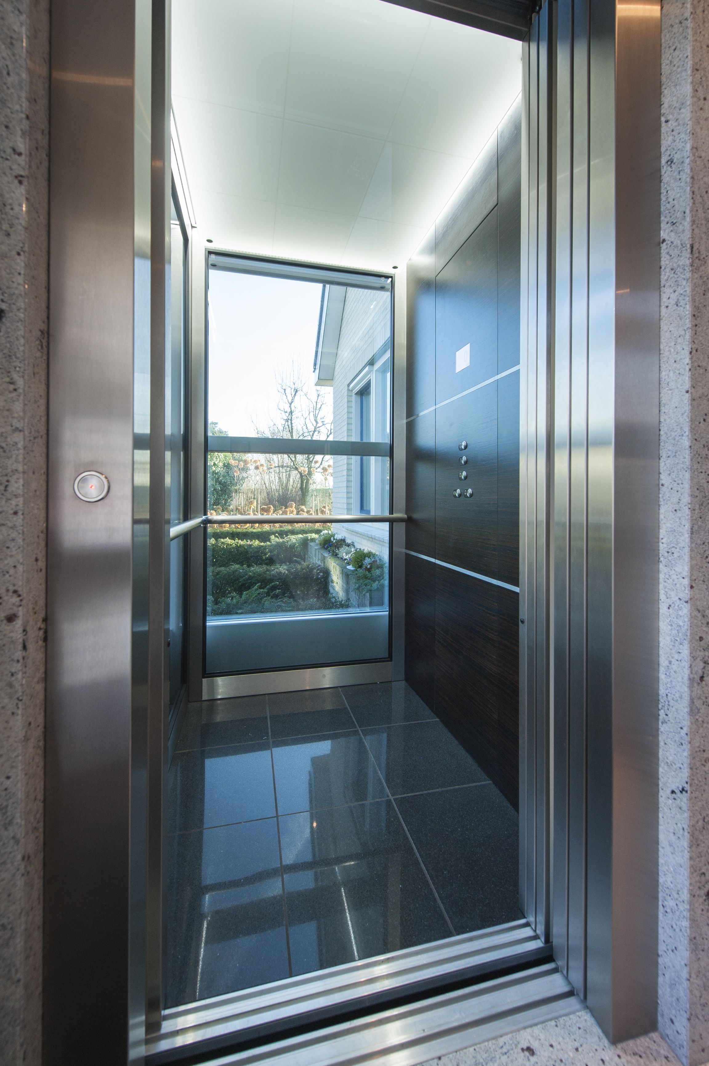 He 5 home elevator thyssenkrupp encasa huislift glass for Modern home elevators