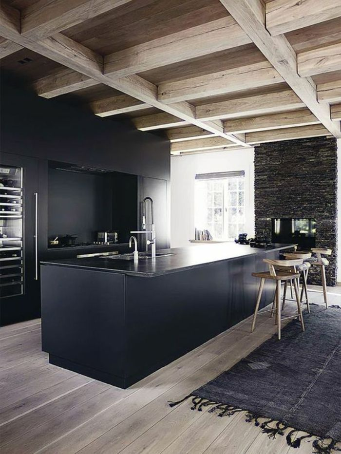 cuisine noir et bois sol et plafond style rustique en bois clair avec tapis rustique en - Cuisine Noir Et Bois
