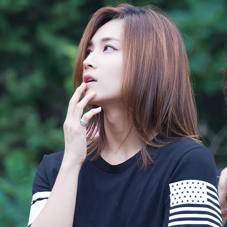 Картинки по запросу seventeen jeonghan silver hair People