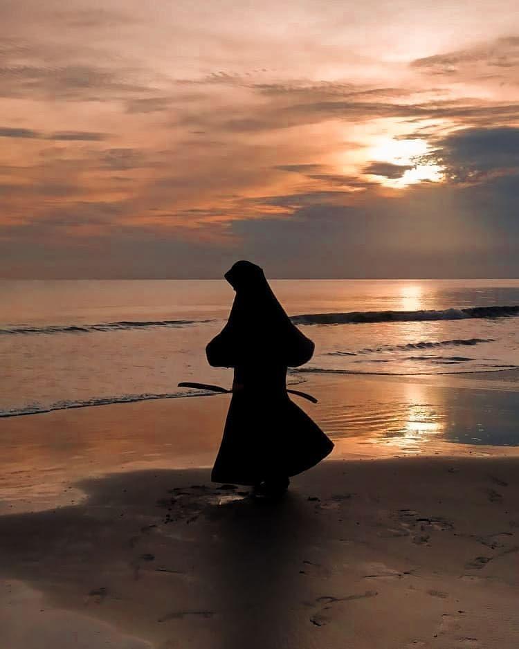"""Muslimah Siluet : muslimah, siluet, Muslimah, Indonesia, Instagram:, """"Jangan, Pernah, Harapan,, Membuat, Pikirannya, Terus, Menari2, Seolah2, Mengejek, Kelema…, Fotografi,, Instagram,, Siluet"""