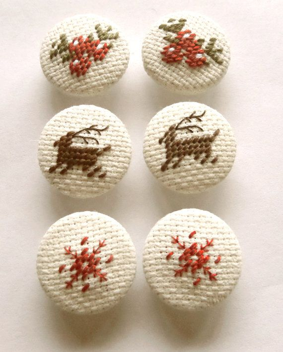 A set of 6 (six) fabric buttons. Each button is hand stitched, handmade, with Christmas motifs: reindeer, snowflake and berries, in a primitive style. The set has classical festive read and green colors, as also dark brown for reindeers.