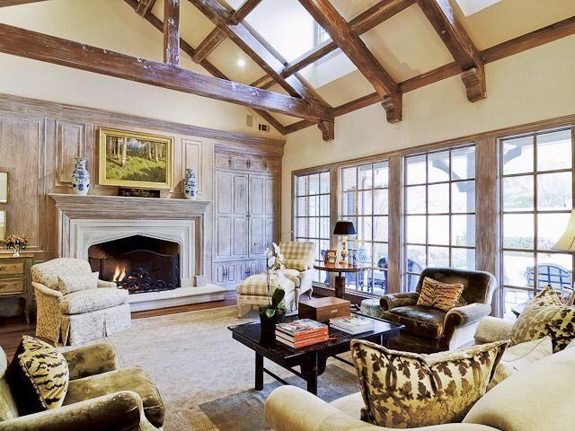 Elegant family room mimosa ln dallas tx traditional for Elegant traditional living rooms