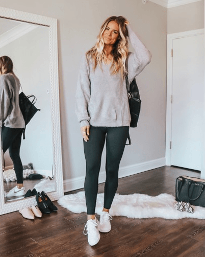 Legging Outfits For Travel-20 Travel Bloggers Approved Looks