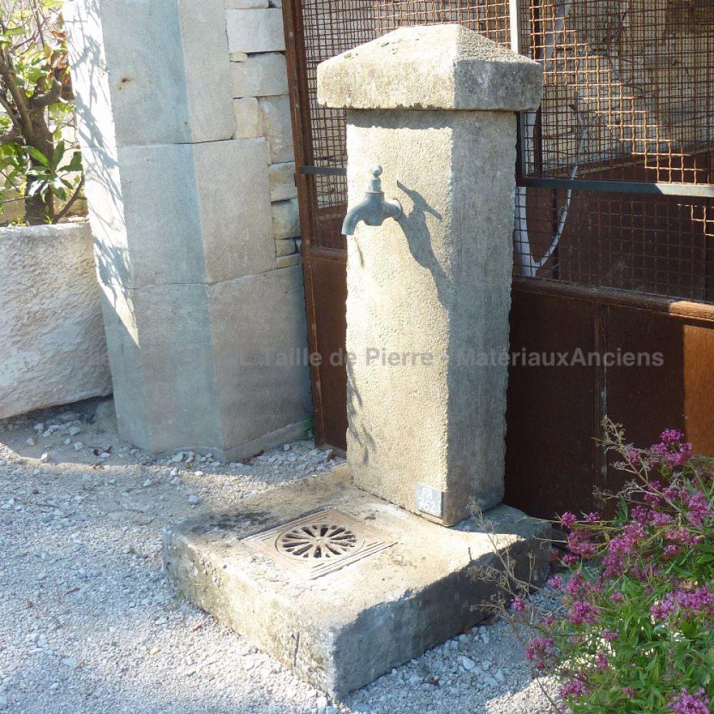 Banc En Pierre Ancien concernant elégante borne à eau ancienne en pierre   jardin   pinterest