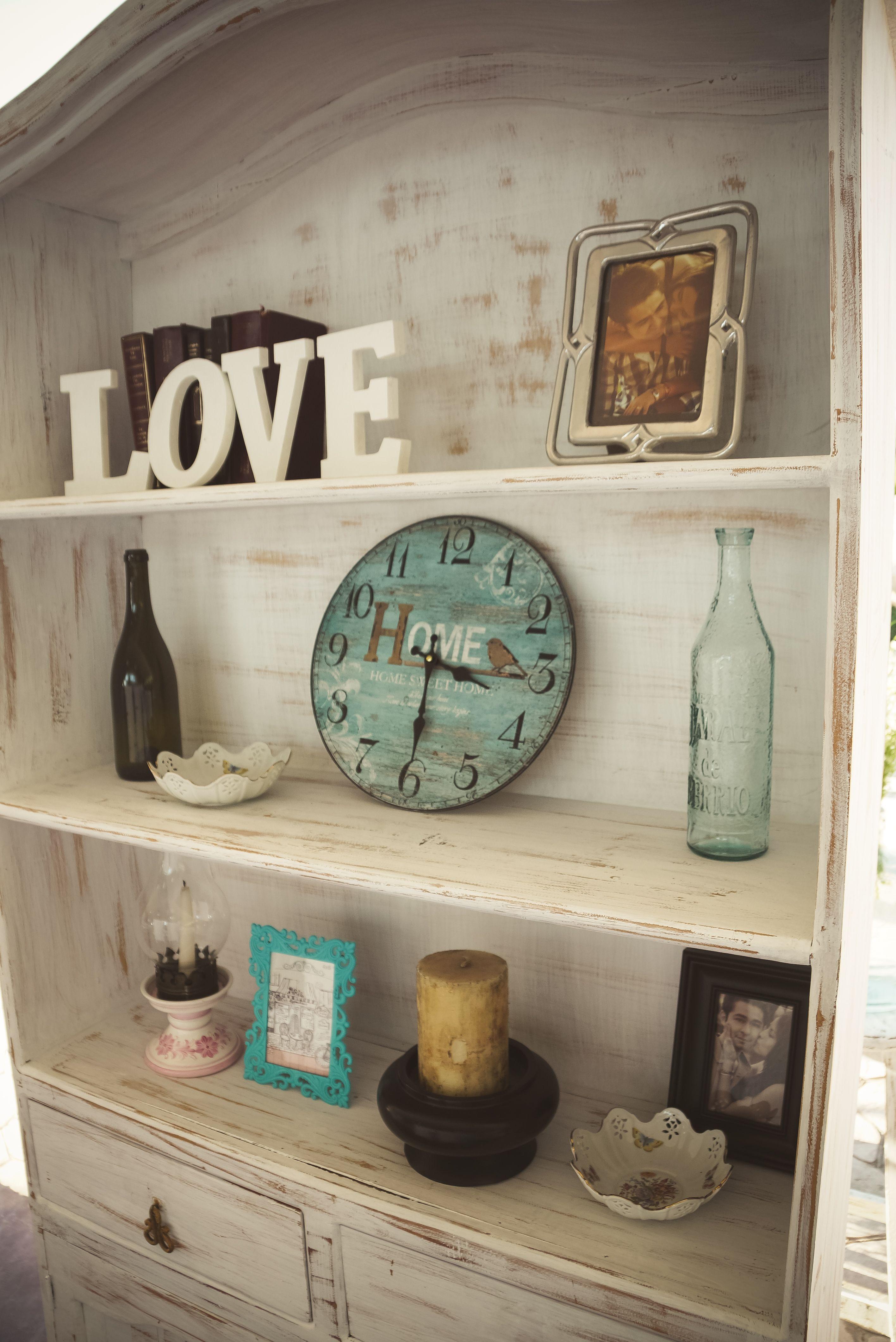 Librero vintage con decoración. | Habitaciones | Pinterest ...