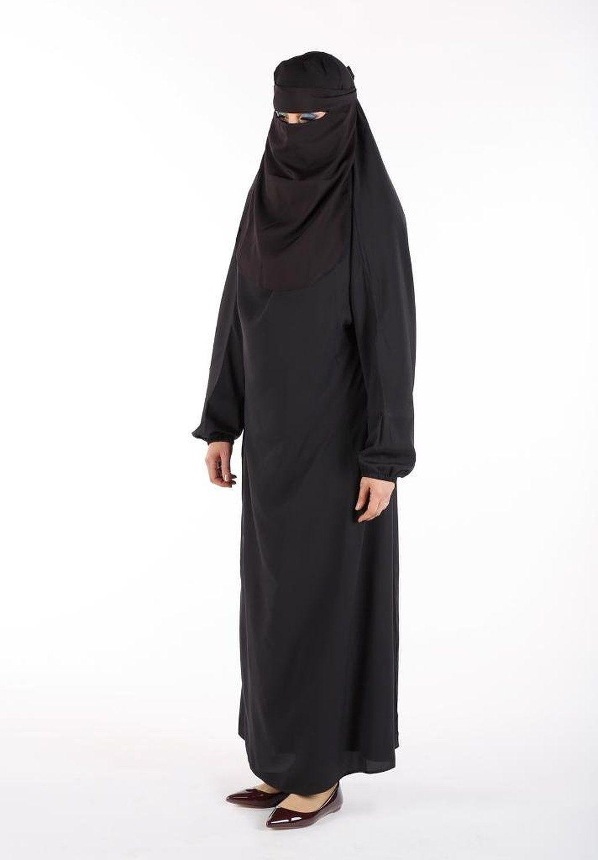 A burca é uma veste feminina que cobre todo o corpo, até o rosto e os olhos, porém nos olhos há uma rede para se poder enxergar. É usada pelas mulheres do Afeganistão e do Paquistão, em áreas próximas à fronteira com o Afeganistão. Ela é um símbolo do Talibã.O seu uso deve-se ao facto de muitos muçulmanos acreditarem que o livro sagrado islâmico, o Alcorão, e outras fontes de estudos, como Hádice e Suna, exigem a homens e mulheres que se vistam e comportem modestamente em público.