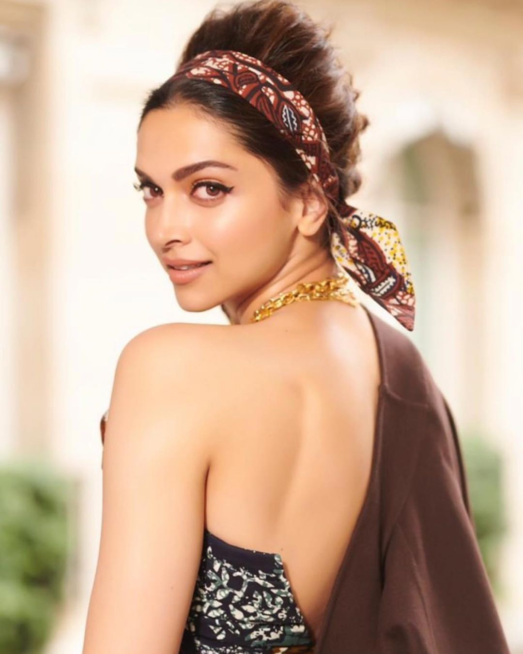 Deepika Padukone Schools Us How A Vintage Look Is Really Done During As She Attends Christian Dior Show In Paris Hungryboo Deepika Padukone Style Bollywood Actress Hot Photos Deepika Padukone