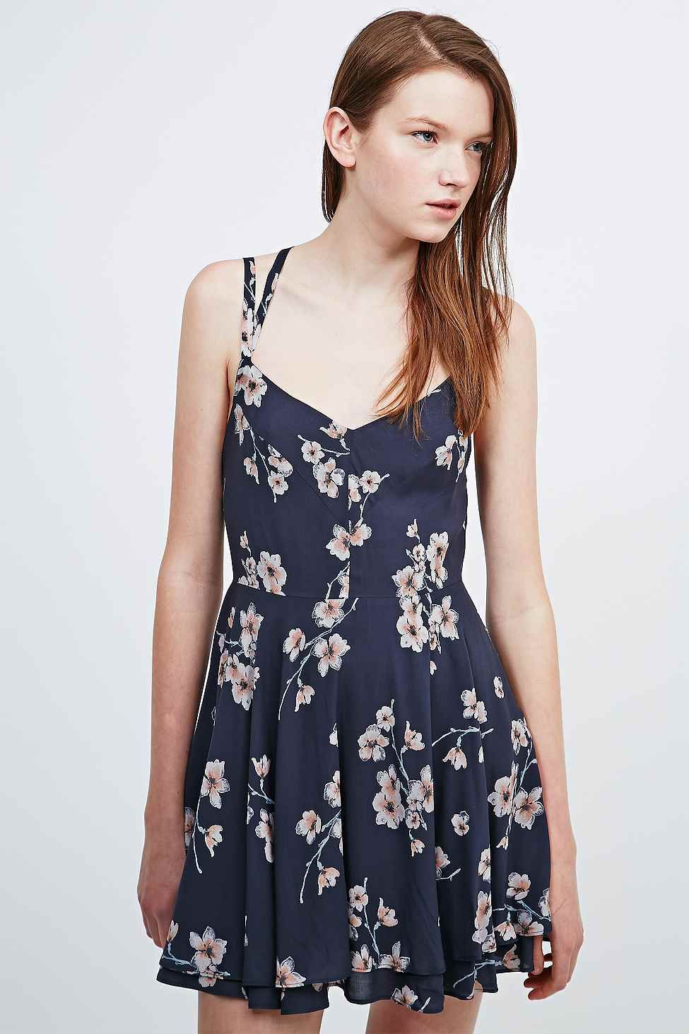 Kimchi Blue Scarlett Dress in Navy - Urban Outfitters