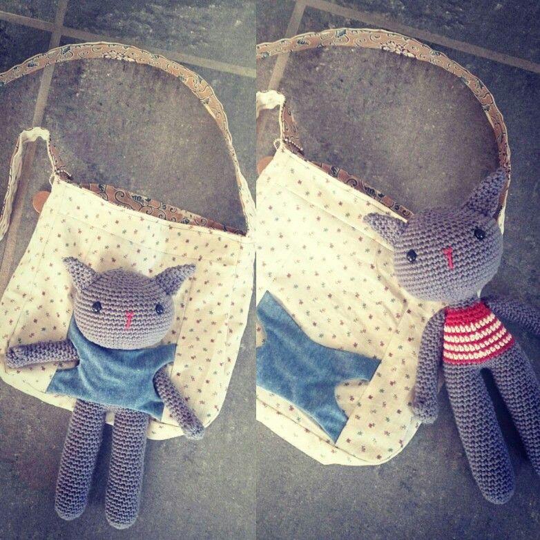 Syet taske med indbygget 'bæresele' til den hæklede kanin 💜  130 incl porto