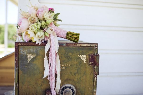 #wedding #events #flowers #pink #bouquet #ribbon