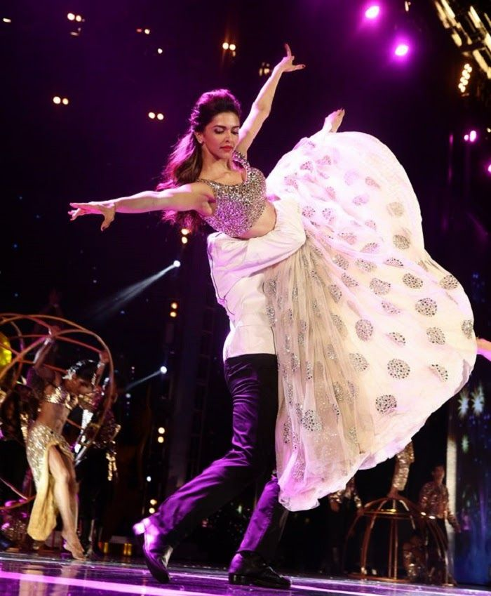 Deepika Padukone S Dance Performance Iifa 2014 Film Actress Deepika Padukone Style Bollywood Celebrities Deepika Padukone Dresses