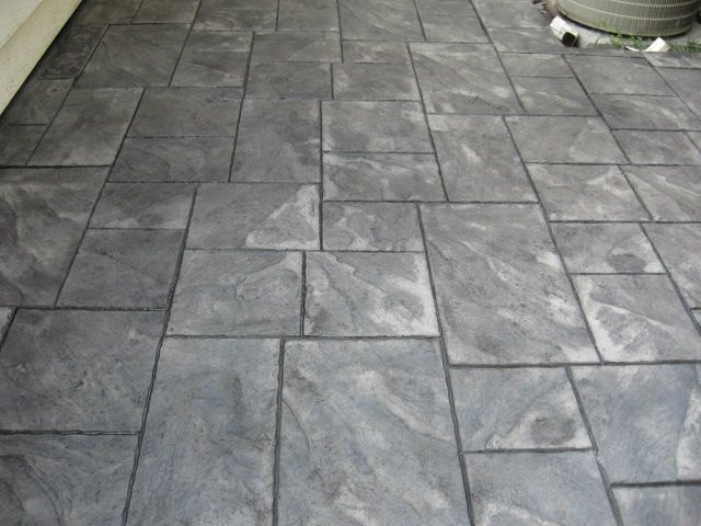 Ashlar Slate Light Gray Base Charcoal Release Patio In