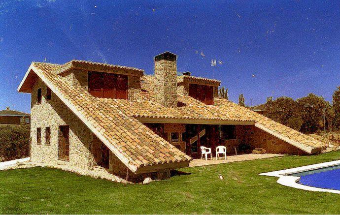 Casa de campo de piedra y teja manuel monroy manuel for Casas con techo de teja