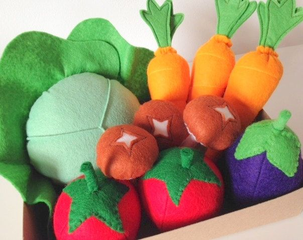 Pretend Play Felt Food Garden Vegetable Box, Carrots, Cabbage, Tomatoes, Mushrooms, Egg Plant by mummymadeitme on Etsy
