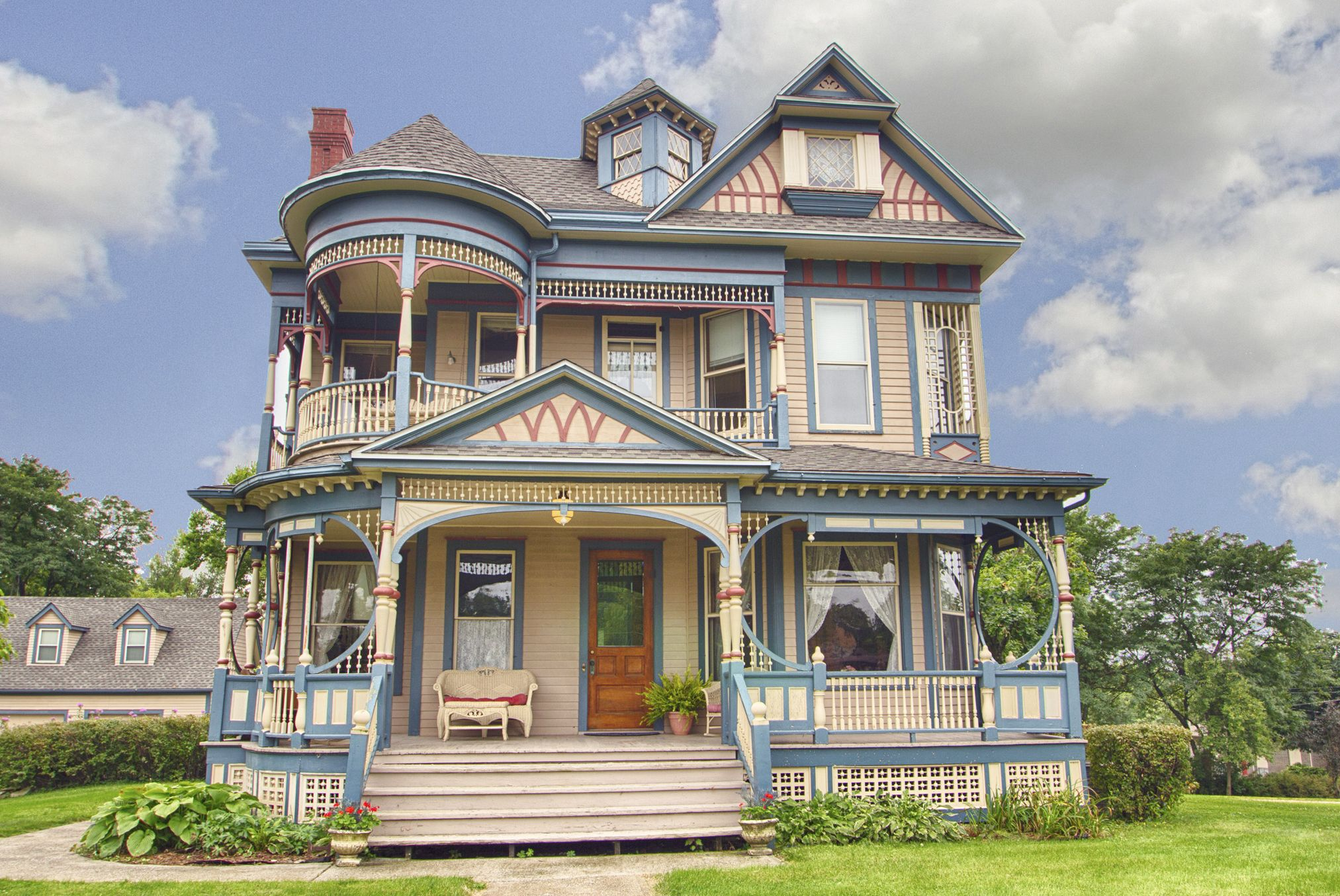 50 Historic Homes For Sale In Every State Across America Victorian Homes Exterior Victorian Homes Historic Homes