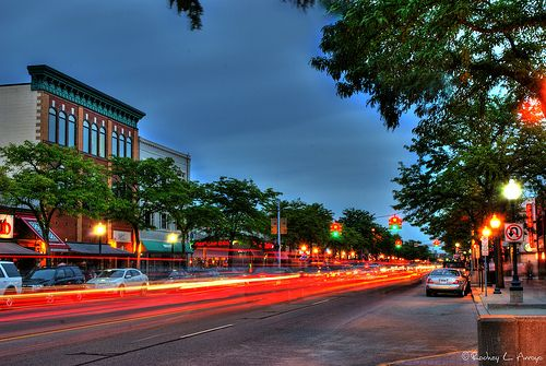 Image of the downtown strip in royal oak michigan