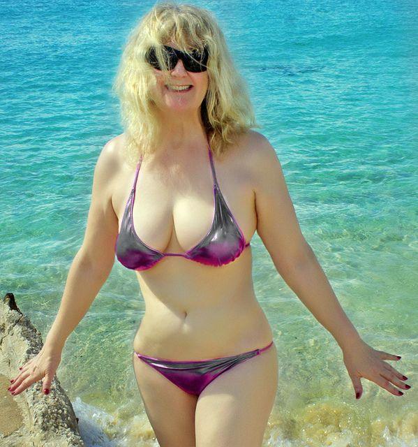 Частные фото пожилых женщин на пляже — 2