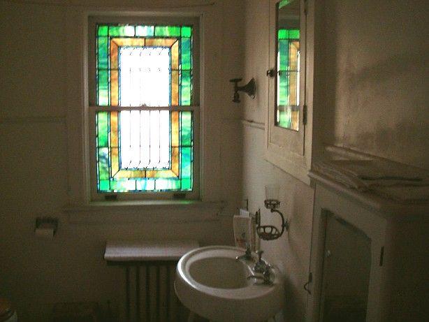 In This Grand Mansion, Even The Bathroom Has A Stained Glasswindow!