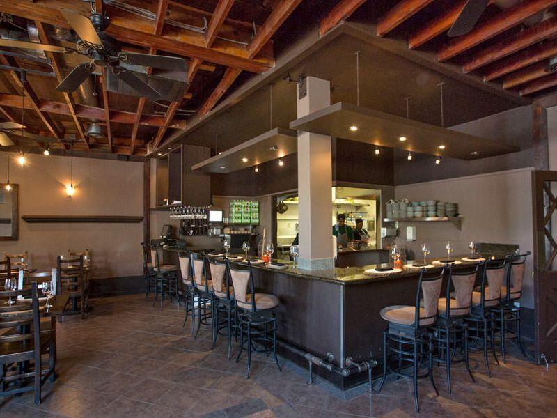 The Essential Vegetarian Restaurants In Los Angeles Restaurant Vegetarian Restaurant Best Vegetarian Restaurants
