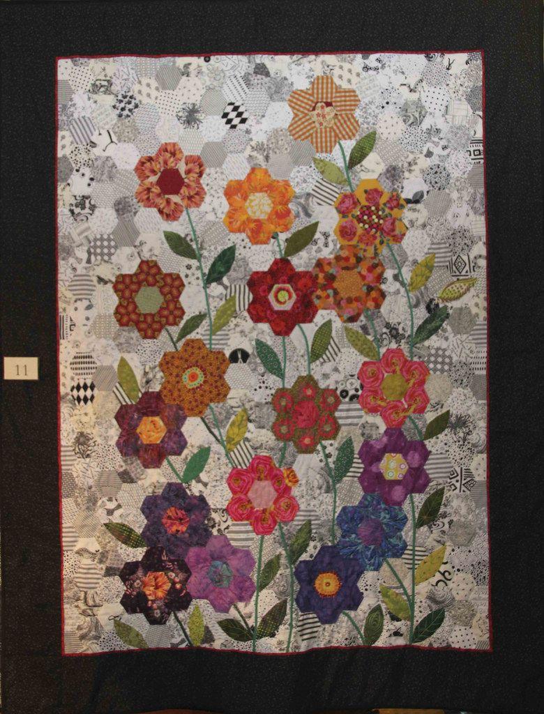 Hexagon Flower Garden  English paper piecing quilts, Paper