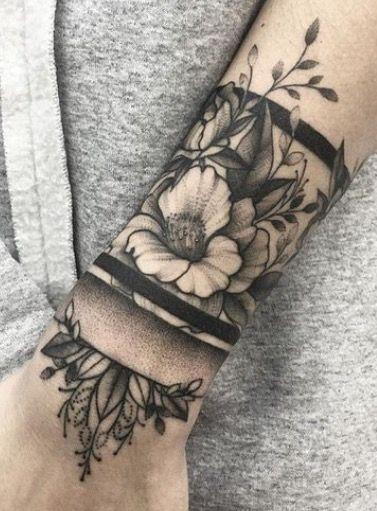 14 Tatuaje flor en la mano
