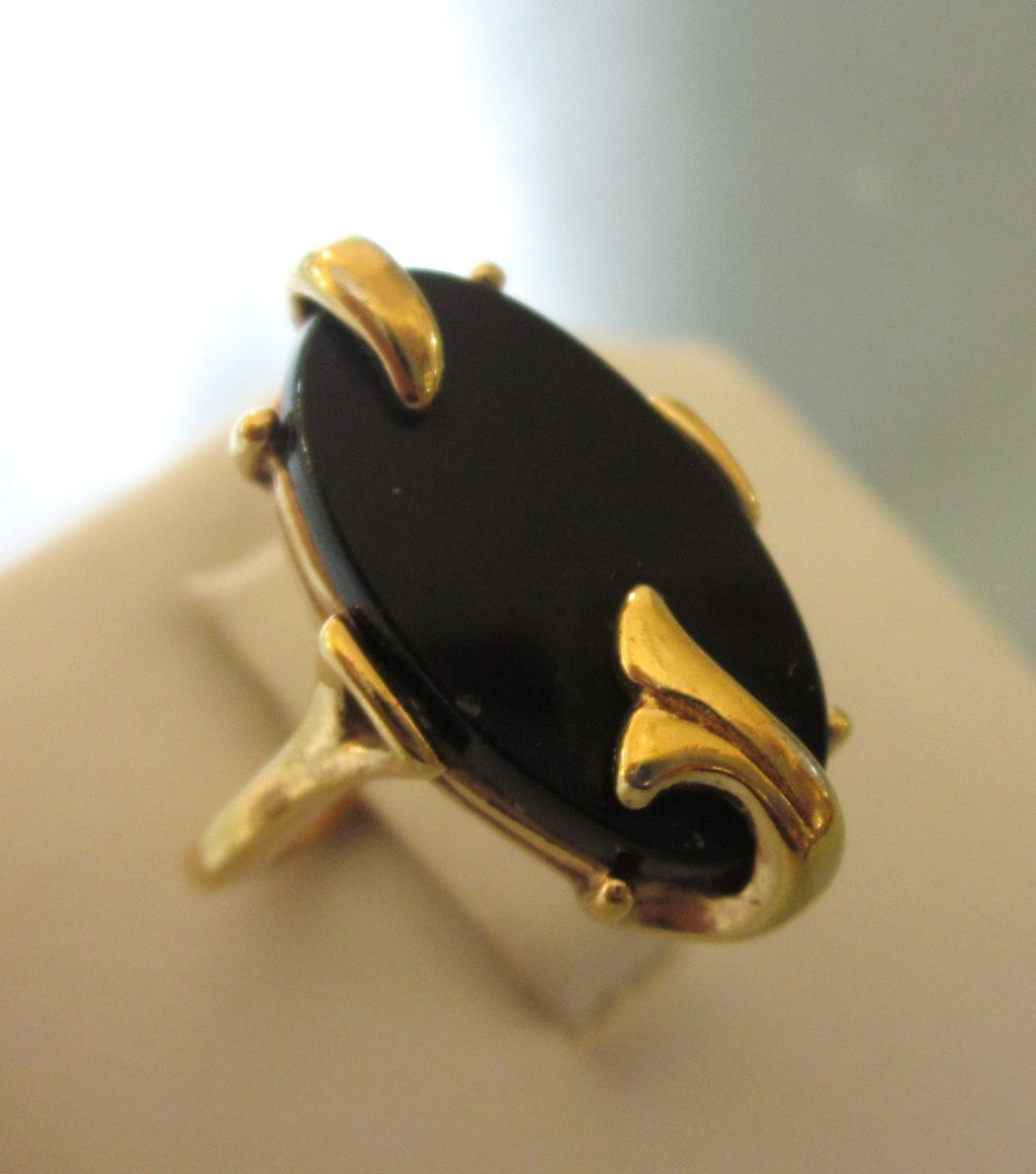 This signed Avon ring really looks like the real thing 14K gold