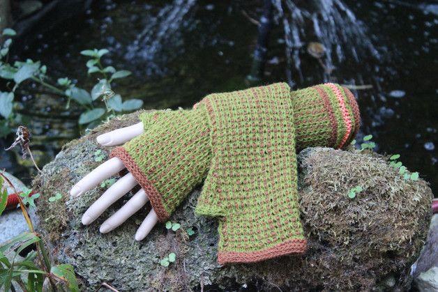 Für die Farbaktion SeptemberWald habe ich diese Armstulpen entworfen und von Hand gestrickt.  Die Armstulpen werden dir ein treuer Begleiter auf deinen Spaziergängen an den kommenden kühleren Tagen...