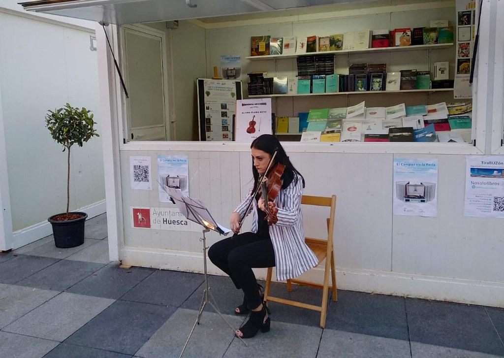 Participación De Las Bibliotecas Del Campus De Huesca Universidad De Zaragoza En La Feria Del Libro De Huesca 2019 Home Decor Standing Desk Decor