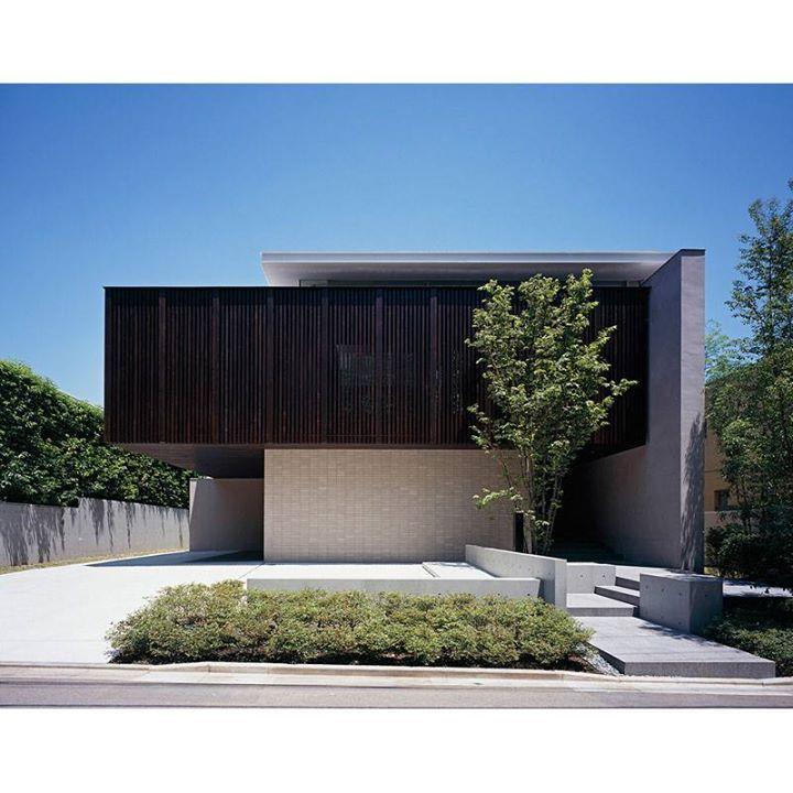 建築師甲村健一的設計作品 Dual House 位於高級住宅街的住宅