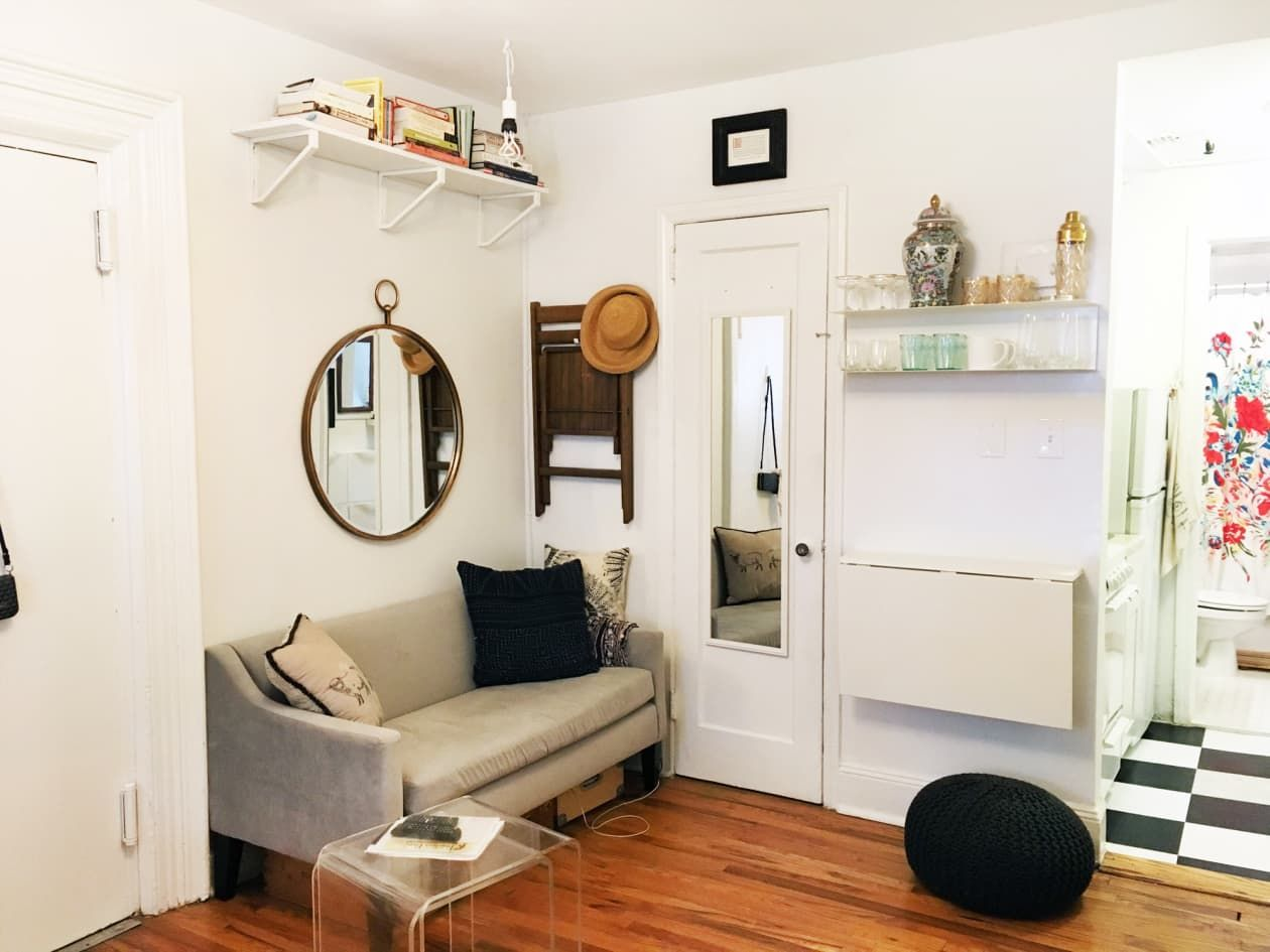 A Teeny 225 Square Foot Studio Has All The Small Space Saving Solutions Small Studio Apartment Decorating Small Spaces Small Space Hacks