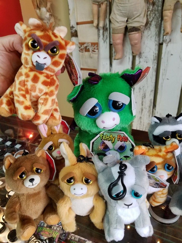 Feisty Pet Dragons Are Back Along With Many More Minis And An Obnoxious Giraffe Pet Dragon Pets Giraffe