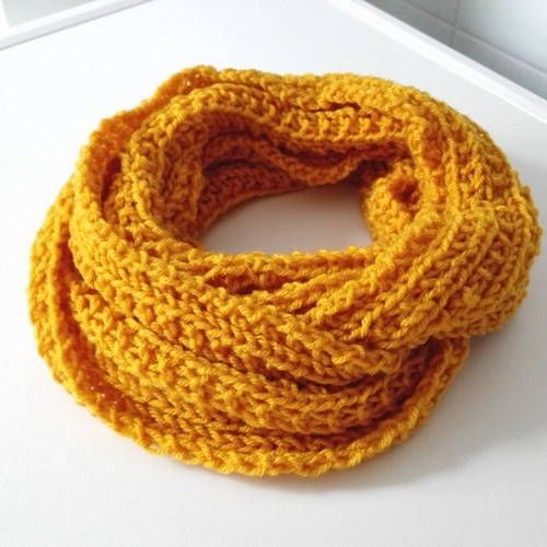 f89b21cf6fd3 Snood écharpe laine jaune or harry potter idée cadeau gryffondor cosplay  celtique vegan