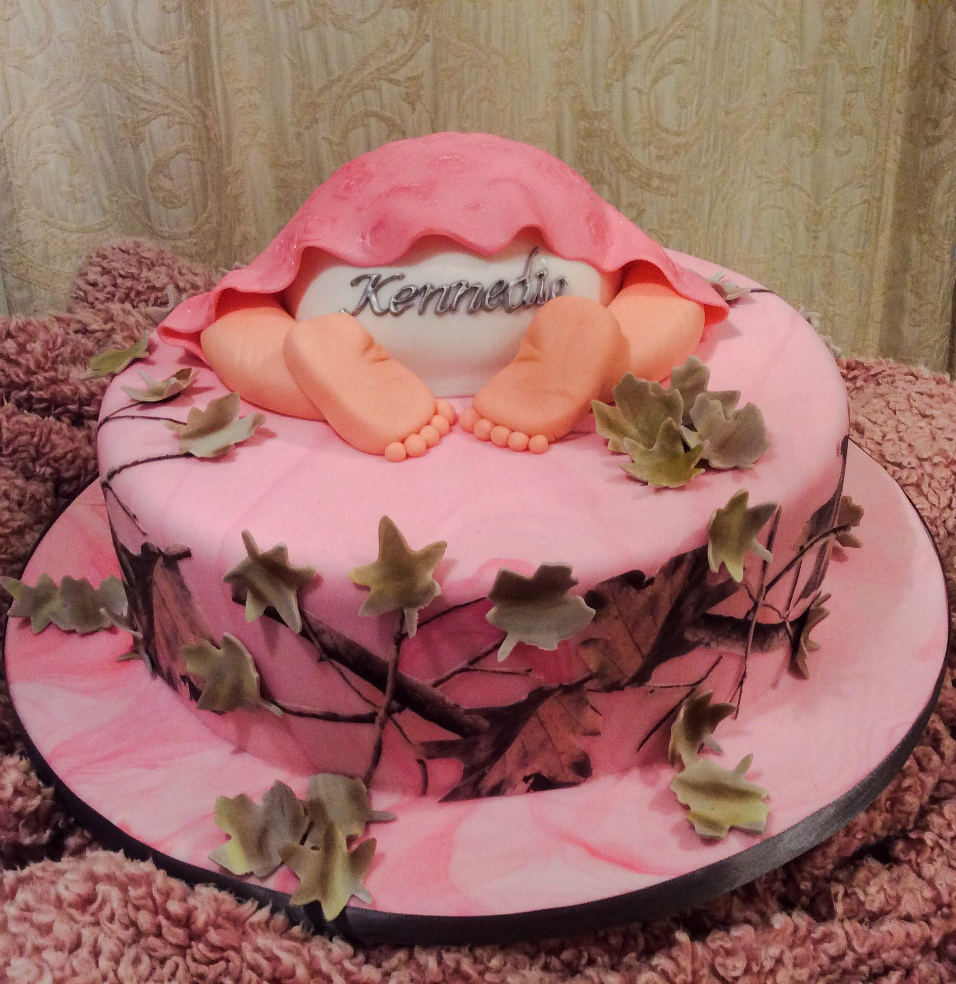 Pink camo / wafer paper / buttoms up / baby shower cake