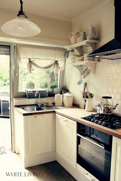 Tiny kitchen with lots of light Tiny houses Pinterest Küche - kleine küchen ideen