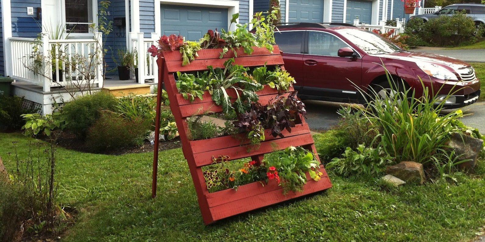 3 ideas para hacer jardineras con tablas de palets | Pinterest ...