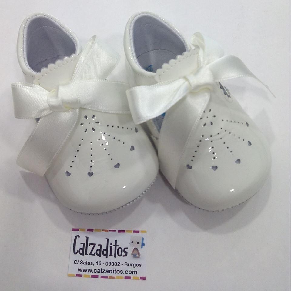 243f2554960 Calzado para bebé niño o niña sin suela. Ideal para bautizo ...